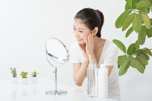 美容鍼 肌を気にする女性